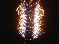 2010年、台北101のド派手なカウントダウン 高さ500mのビル全体から花火がどーん