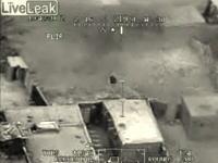 攻撃ヘリコプターApache(アパッチ)が逃げ惑う人を襲う 衝撃え動画