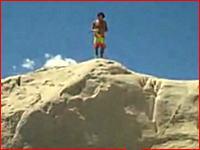 危険な高飛び込み 空中3回転を成功させるも顔面から着水して失神する男性