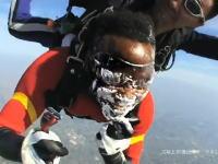 上空4000mから落下中にヒゲを剃っても肌が切れない!Schickプロテクター凄い