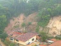 恐ろしいほど簡単に人間の財産を破壊する自然のパワー 土砂崩れ恐ろしすぎ