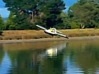 水面から離陸!空飛ぶホバークラフトが楽しそう これは(・∀・)イイ