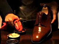 プロの職人による靴磨きテクニックとアイロンがけテクニック。素晴し(・∀・)イイ