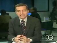 放送事故?ニュースを読み上げるキャスターの後ろでまさかの大乱闘w