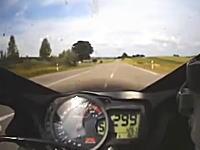 スピードメーター299km/h振り切り!の状態でネズミ取りの目の前を通過してみた動画