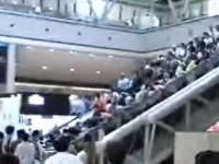 東京ビックサイト エスカレーター事故の瞬間