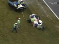 1994年F1日本グランプリでマーティン・ブランドルがコースマーシャルをはねてしまう。