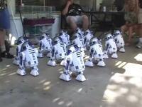 R2-D2だらけのコーラスライン 可愛いね
