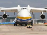 6機の大型エンジンに32個のタイヤ!世界一重い飛行機はとんでもないデカさ!