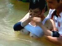 これは美乳。中国の女子版SASUKE?で完全におっぱいポロリのハプニング