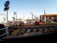 バイクと車の接触事故でバイクが逃げた!ドラレコ証拠。情報提供のお願い