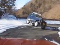 女子を乗せてるのに危険運転をして横転してしまうジムニー。雪道ダウンヒル