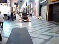 終日車両通行禁止の心斎橋筋商店街をクラクション鳴らしながら突っ切るDQNセルシオ