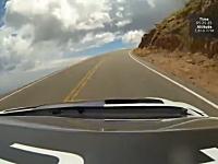セバスチャン・ローブがパイクスピークのコースレコードで圧勝の車載映像。