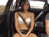 セクシーなMisタイタイちゃんに900馬力ランエボの加速を体験してもらった動画。