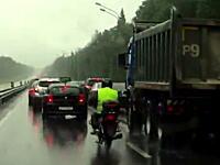 モスクワの有名な写真家が死亡した事故の映像。これは運が悪すぎた・・・。
