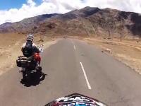 旅行に行きたくなるタビ動画。ヒマラヤ4500キロの旅をオフ車でGoProった映像