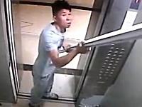 エレベーターに乗らないサイズの荷物を無理やり載せて閉じ込められた男