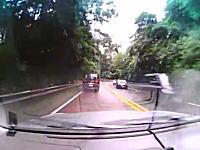 峠道を攻めていた1BOXカーが滑って横向いちゃうドラレコ。ギリギリでしたねw
