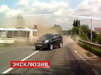 20人が死亡した路線バスにトラックが衝突した事故の瞬間の映像がアップされる。
