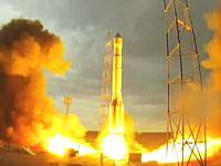 人工衛星を積んだロシアのロケットが打ち上げ失敗。空中分解⇒爆発の映像。