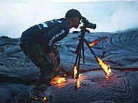 命知らずすぎるwww火山フォトグラファーの撮影風景が凄い。(写真4枚)