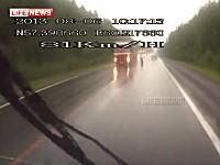 トラックから外れた一本のタイヤが引き起こした恐ろしい事故の瞬間。車載。