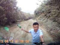 えっ!?こんな所に!?舗装もされていない山道でいきなり襲われた動画。