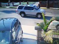 ヒットマン(殺し屋)のお仕事。自転車に乗った男性を襲撃する二人組の映像。