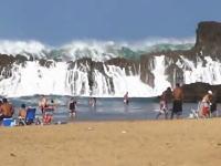 世界一ダイナミックな海水浴場。打ちつける波の迫力がヤバイ。プエルトリコ