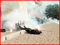 ロシアの軍事演習で危険な事故。発射した照明弾?が口の中に入ってしまう(@_@;)