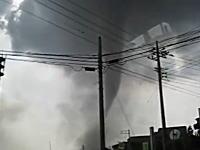 9月2日埼玉県越谷市で発生した巨大竜巻の様子を捉えた映像いくつかキタヨ