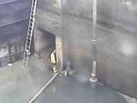 これは恐ろしすぎる。点検作業をしていた2人の作業員が水に殺されてしまう。