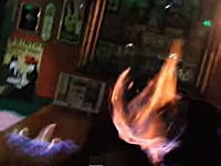 「燃えるカクテル」が顔面に引火して顔が燃えてしまう危険なアクシデント。