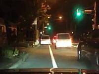 警察のフリして一般車両を追いかけまわす頭のおかしいうp主の動画が話題に。