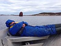沈没船でオハヨウゴザイマース。寝起きイタズラ、ノルウェーの漁師さんの場合