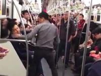こんな喧嘩めったに見る事ないwww地下鉄でグーパンチの応酬。喧嘩動画。