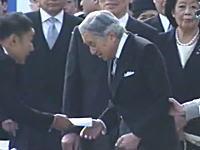 山本太郎議員が天皇陛下に直接手紙を手渡し(動画)それには何が書いてあるんだ(((゚Д゚)))
