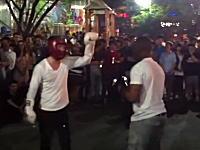 韓国の元ボクサーの殴られ屋が挑戦者の黒人を一発ノックアウトwwwww