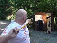 YouTube技術部で有名なおじさんが跳ね返った弾を頭部に受けて大流血(@_@;)
