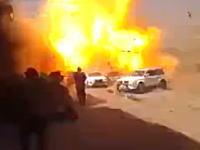 15名の一般人が死亡した自動車爆弾が爆発する瞬間。音量注意。イラク。