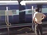 このインドの電車くっそワロタwwwなんでだよwwwどうしてだよwww