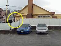 サイゼリアの外にたむろしていたDQNたちが駐車場の車に向かって空き缶を投げる