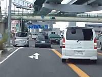 交差点でみんな一台を避けて通っていると思ったら?工エエエ(´Д`)エエエ工