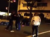 熊本県警GJ動画。警官が体を張って暴走族のバイクを転倒させる。ギャラリーオラオラ