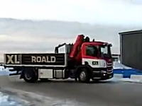 このトラックただドリフトしているだけかと思ったらスゲエ!ケン・ブロックかよ