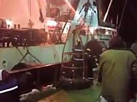 これはデンジャラス。波の大きな時に船を乗り移るのはこんなにも大変(@_@;)