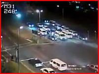 交差点に大型トラックが突っ込んで22名が死亡した事故の監視カメラがヤバすぎる