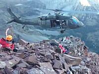 山岳救助ヘリの神業ともいえる着陸。狭い岩場でほぼホバリング状態で救助。