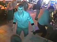 カフェに複数のバット男が殴り込み。ロシアのカフェ襲撃事件の映像が公開される